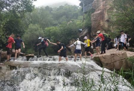 京北大峡谷徒步穿越团建拓展活动-水泉沟